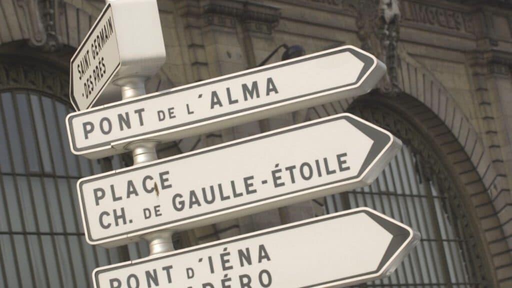 panneaux de signalisation direction paris retirés mairie ville