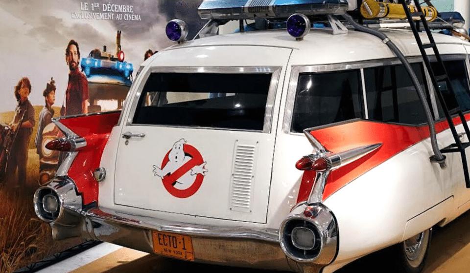 Insolite : la voiture du film SOS Fantômes s'installe au BHV Marais !