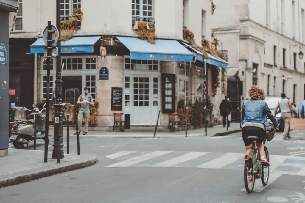 vélorue paris vélo rue piste cyclablue rue de charenton 12eme bastille bercy