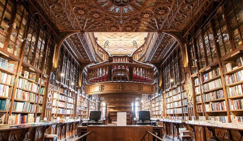 Drive Thru livreiro: o primeiro do mundo abre no Porto com a Livraria Lello