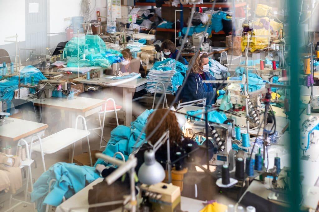 CORONAVÍRUS: produção de máscaras no Porto arrancou ontem e já saíram as primeiras 1.000