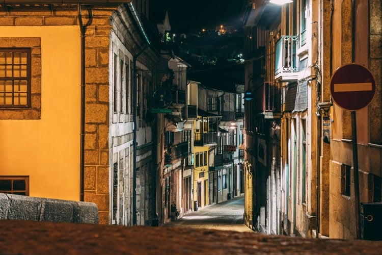 CORONAVÍRUS: restrições e encerramentos no Porto
