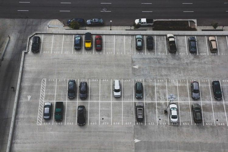 Estacionamento no Porto: Câmara divulga calendário de reabertura e fiscalização