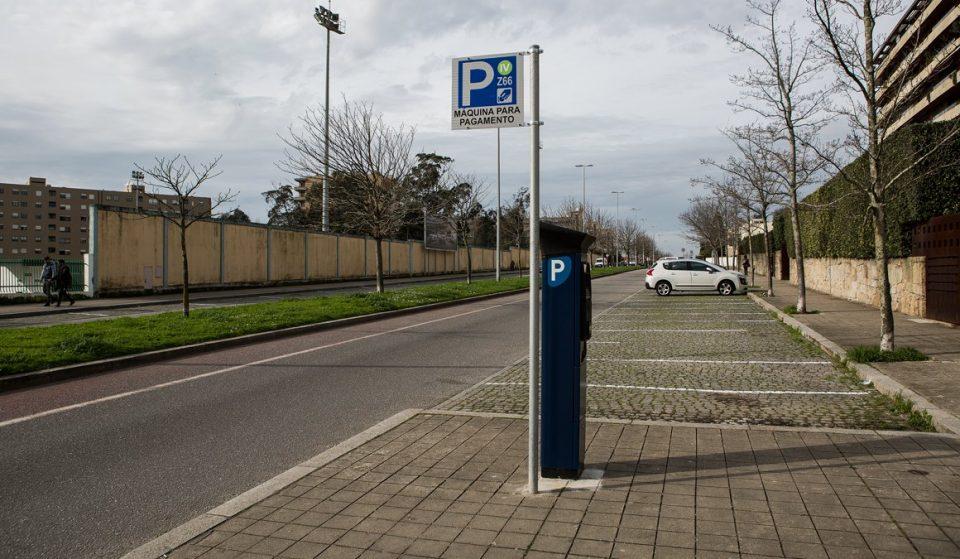 Pagamento do estacionamento de rua temporariamente suspenso em algumas zonas