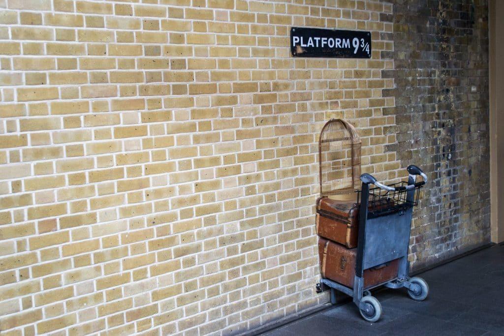 entra já viagem para Hogwarts, a escola de magia do Harry Potter! As inscrições são grátis