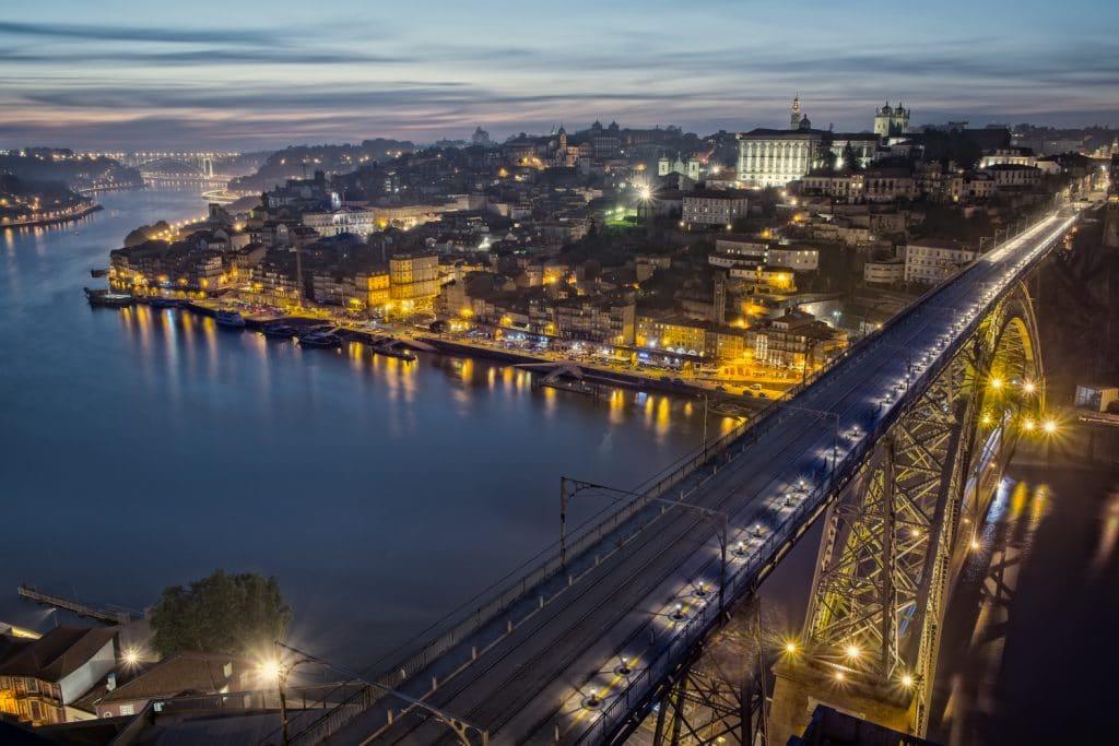 Porto confinado