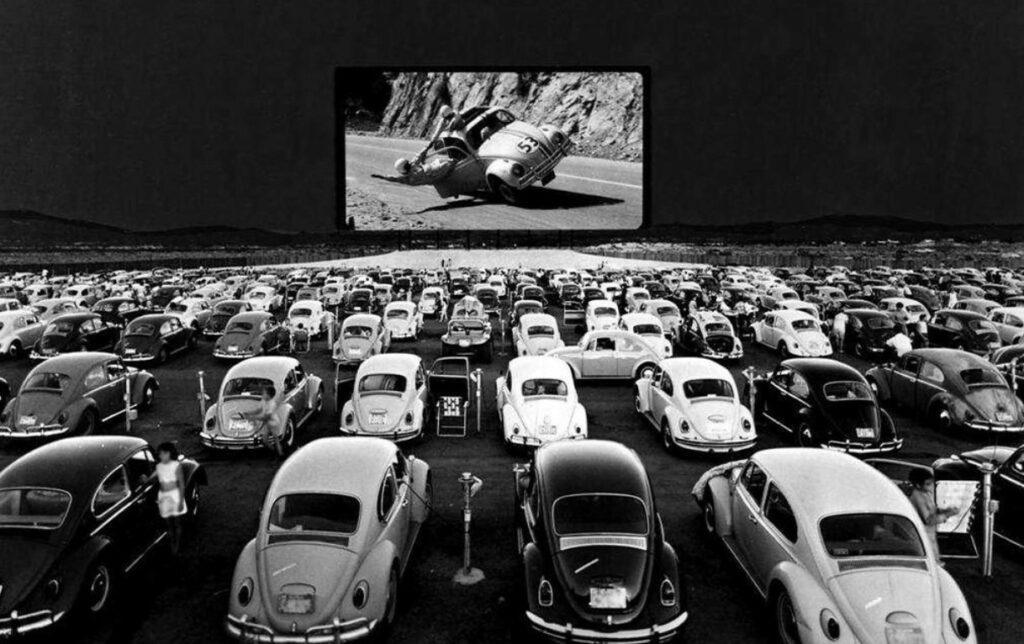 À Québec et dans le monde, les cinémas Drive-in en plein air font leur grand retour !