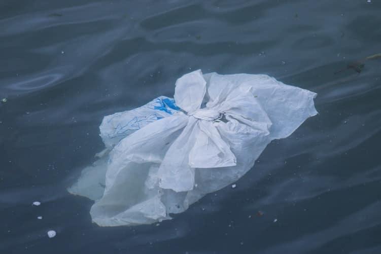 Le plastique à usage unique banni au Canada en 2021!
