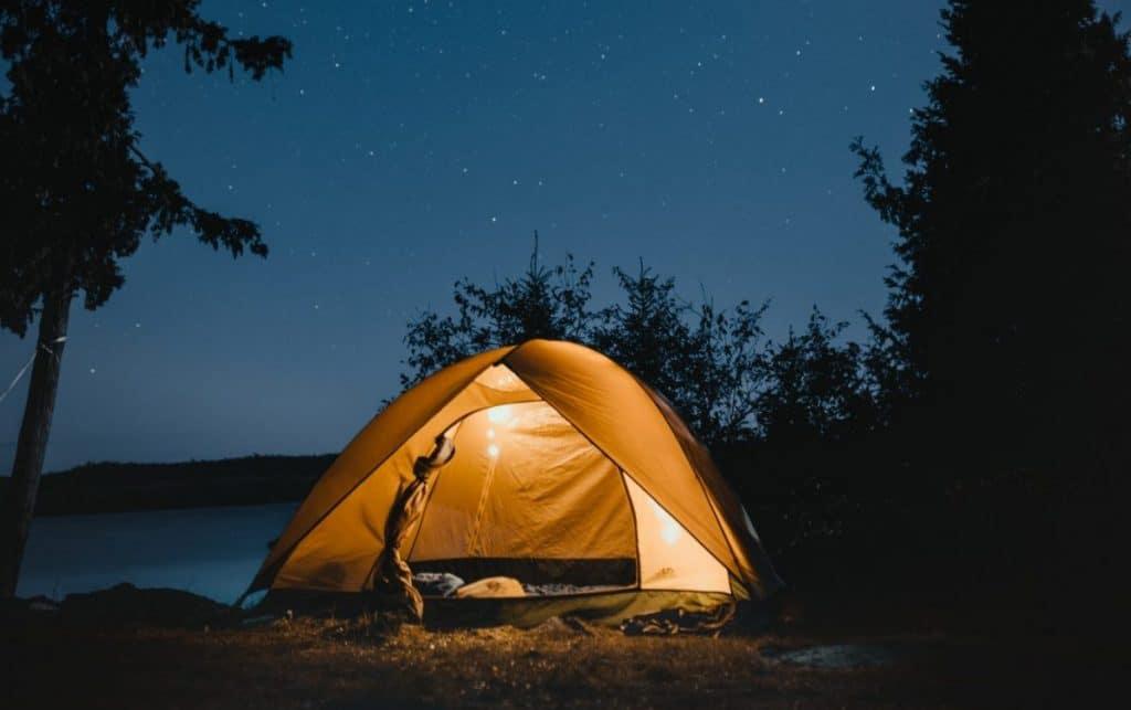 La ville de Gaspé interdit le camping sur ses plages et ses lieux publics