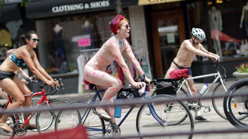 Cette manifestation à vélo, où les vêtements sont facultatifs, revient à Montréal !