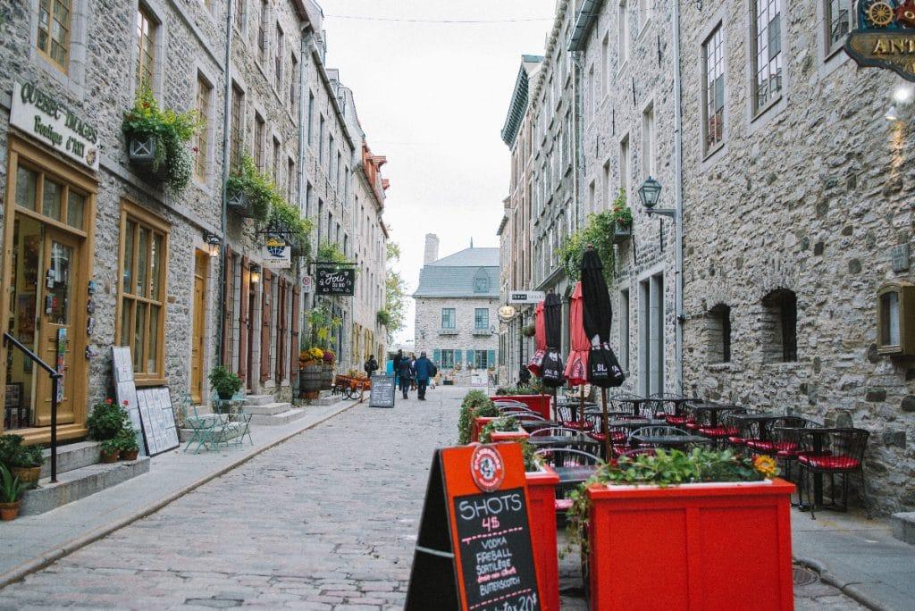COVID-19 : les restos et les bars sont ouverts dès aujourd'hui à Québec