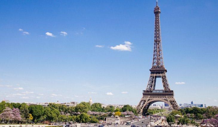 COVID-19 : les voyageurs canadiens et états-uniens pourront voyager en France plus facilement