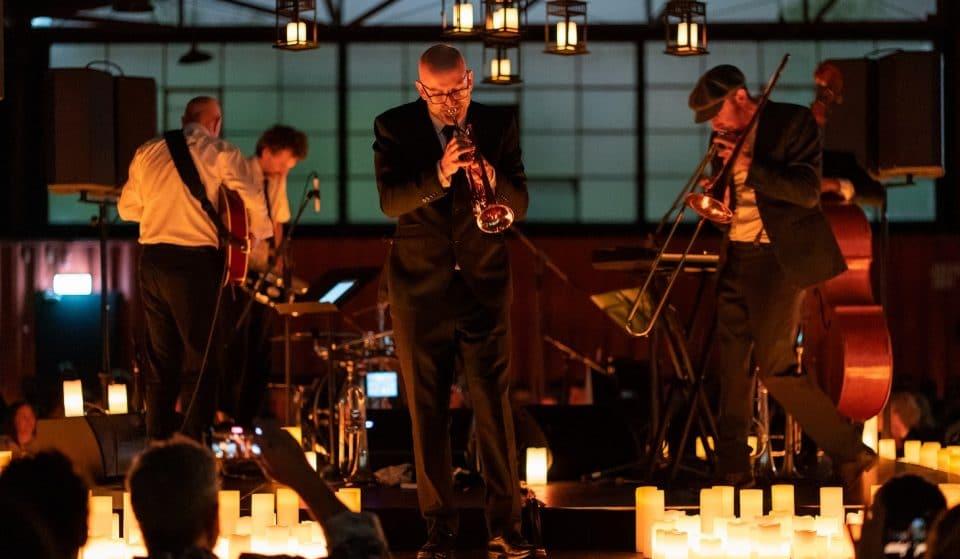 O melhor de Ray Charles e Frank Sinatra em um lindo concerto de Jazz à luz de velas