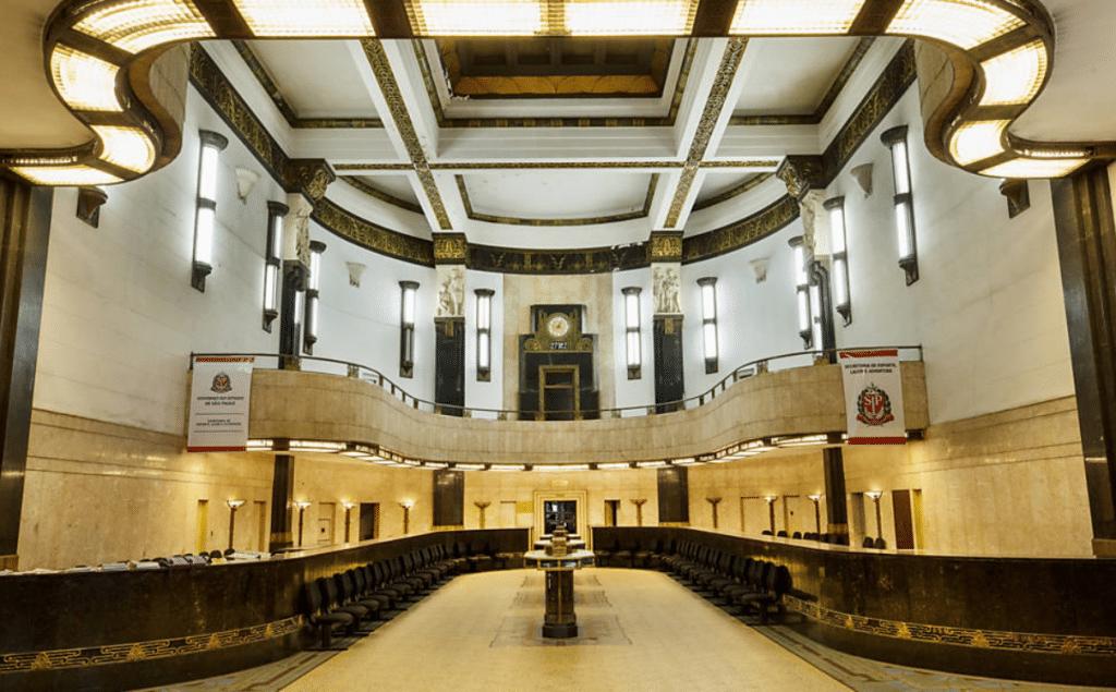 Lendas urbanas e cofres secretos em visita ao antigo Banco de São Paulo