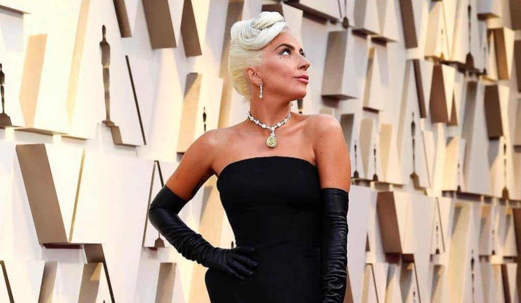 """Lady Gaga, Billie Eilish, J Balvin e outros cantores """"juntam-se"""" em show online"""