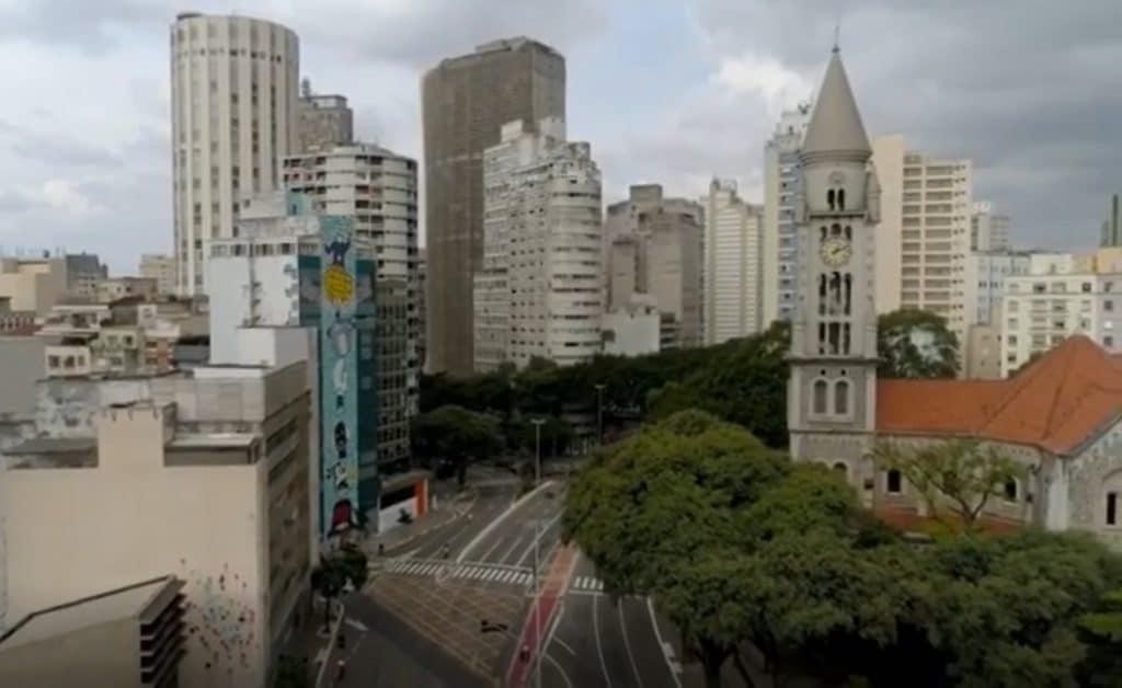 Um voo por uma São Paulo (quase) fantasma