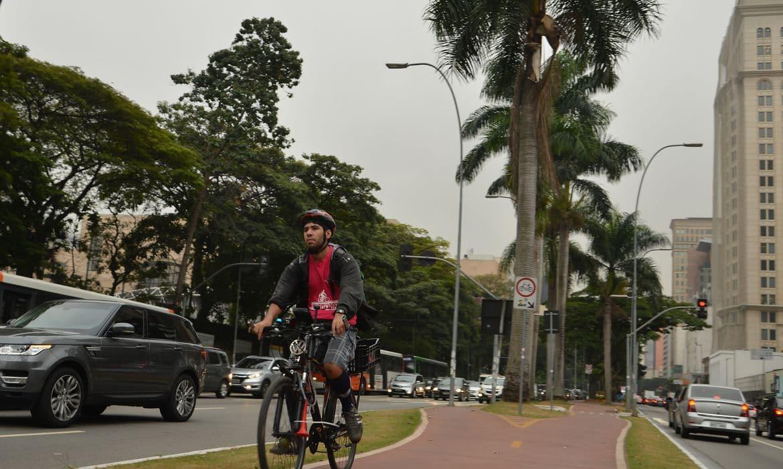 Ciclovia na Avenida Brigadeiro Faria Lima, região oeste de São Paulo.