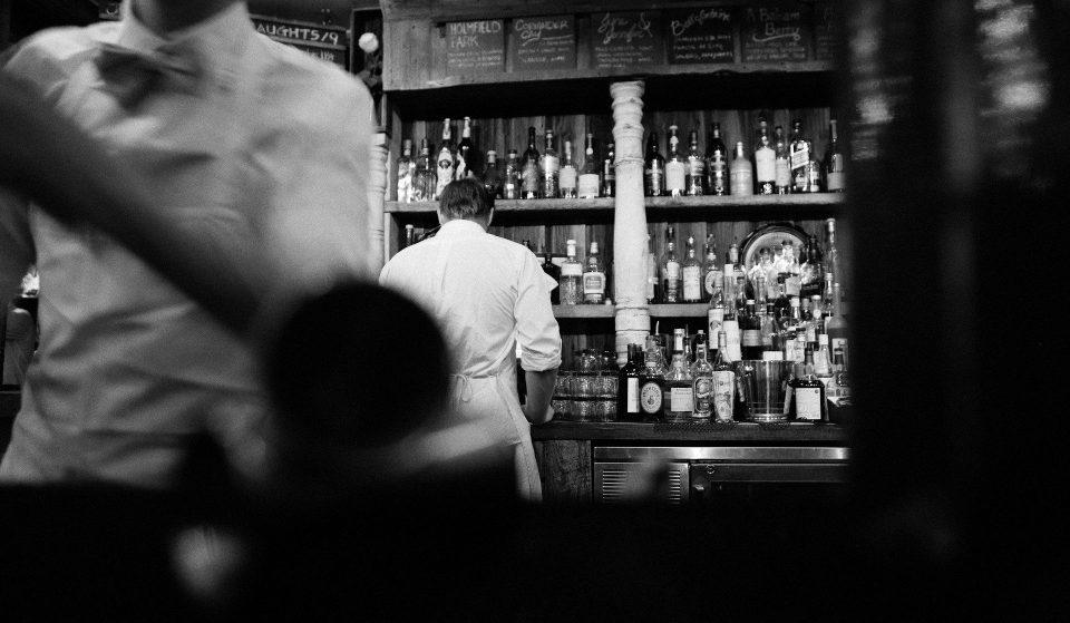 6 bares no subsolo da cidade