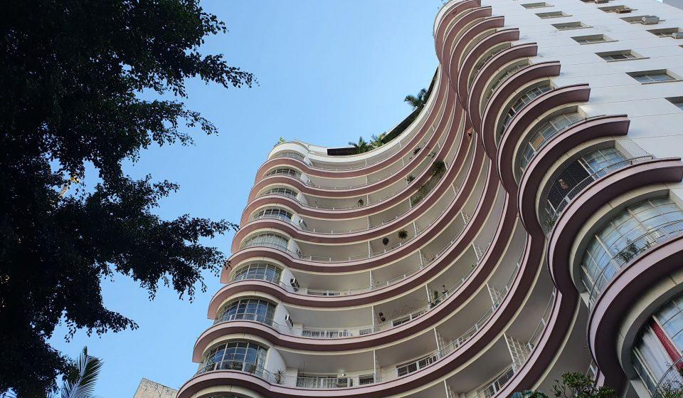 Que tal 'morar' em alguns dos prédios mais famosos de SP?