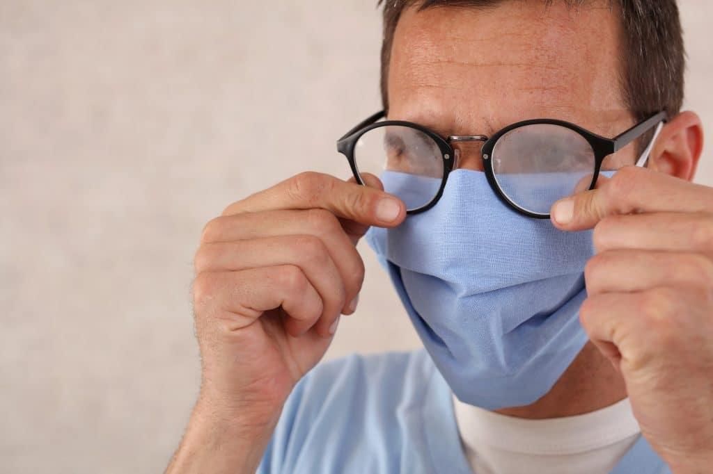 shutterstock_mascara oculos