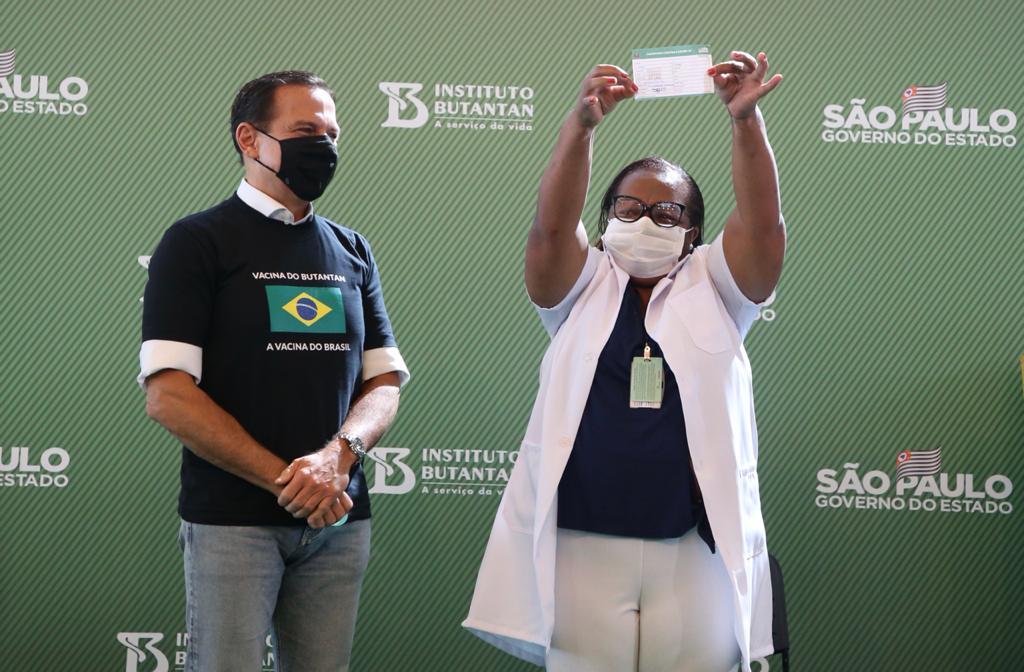 primeira vacinada no brasil