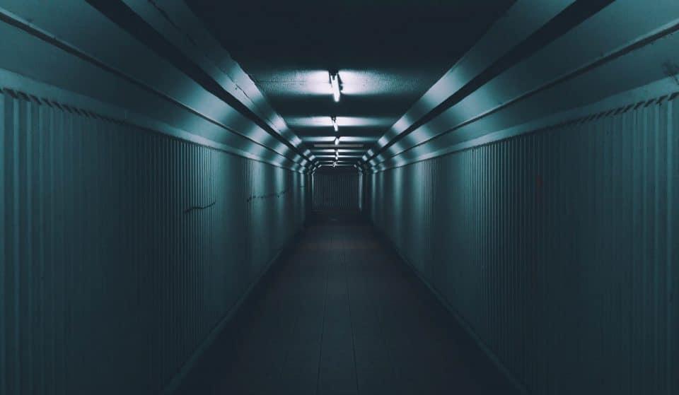 """A (pouco mais de) 7 palmos do chão: conheça o """"Túnel dos Mortos"""" do HC"""