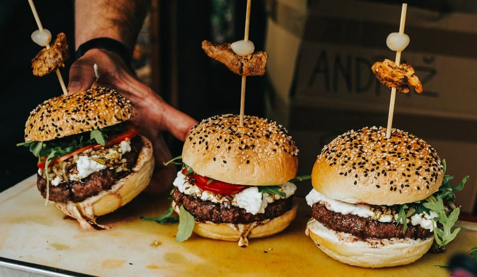 Dia do Hambúrguer: 5 lugares para comer burgers sem gastar muito