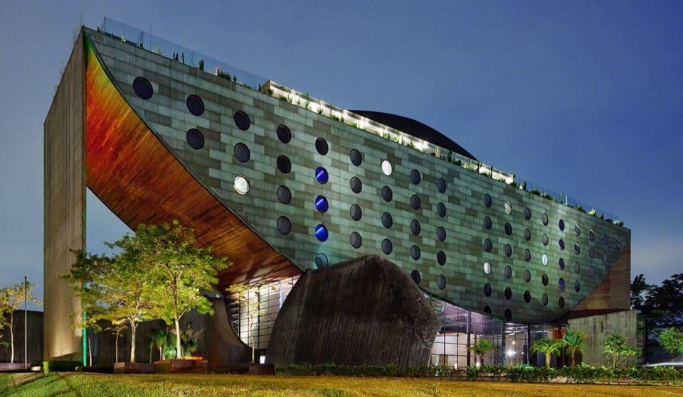 Hotel Unique: o gigantesco edifício em formato de barco