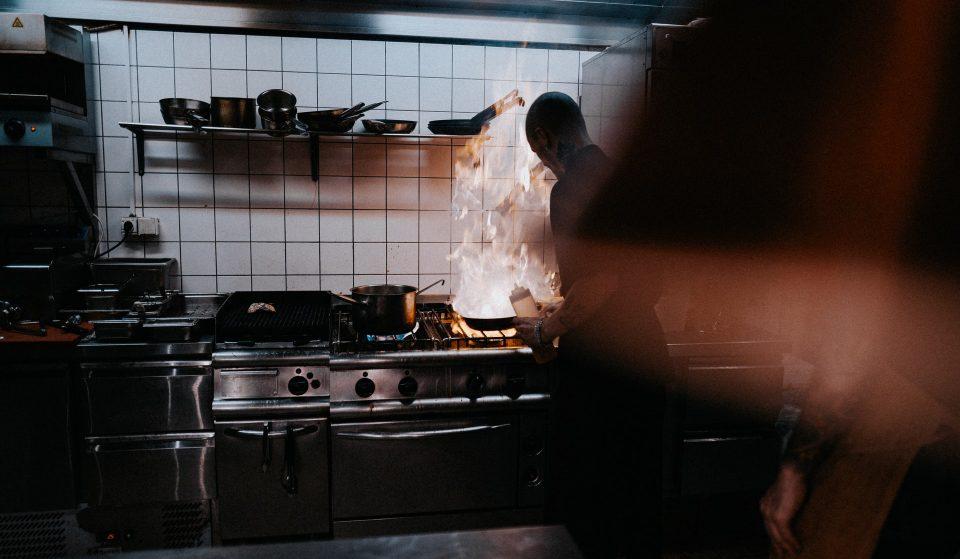 Bombando em São Paulo: entenda o que são as dark kitchens