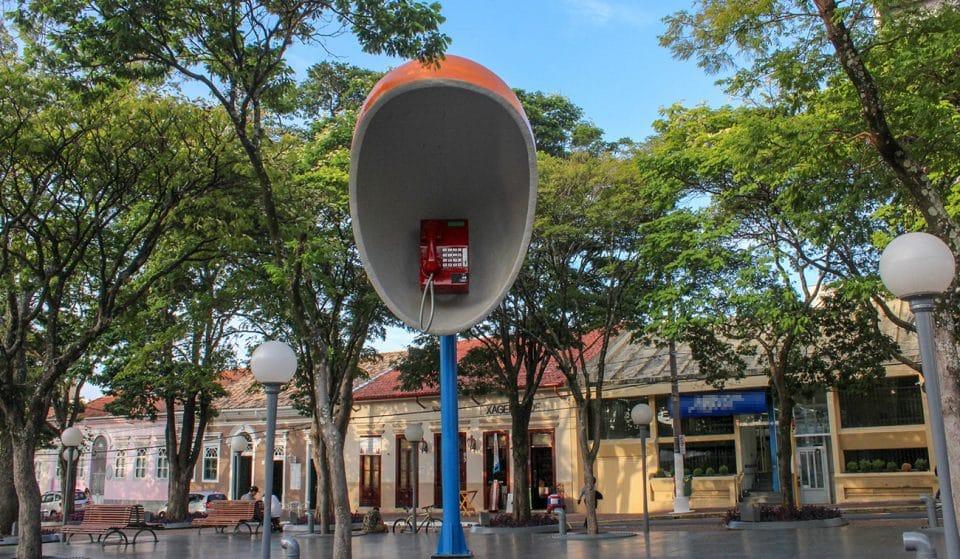 Itu: a cidade dos objetos gigantes a 100 quilômetros da capital