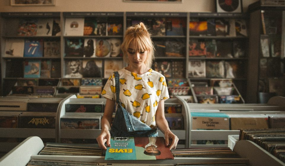 Play na vitrola: 6 lojas onde comprar discos de vinil em São Paulo