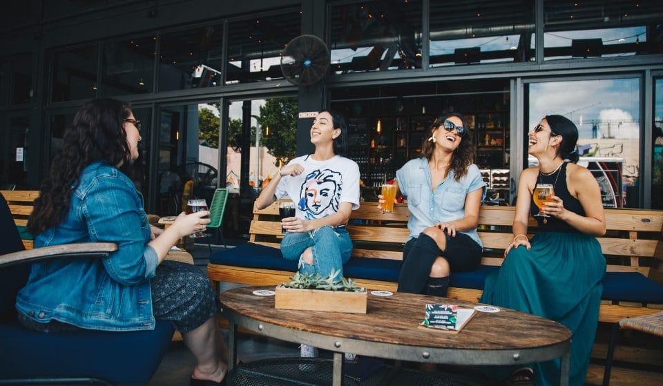 Com varanda: bares, restaurantes e afins com área externa para os clientes