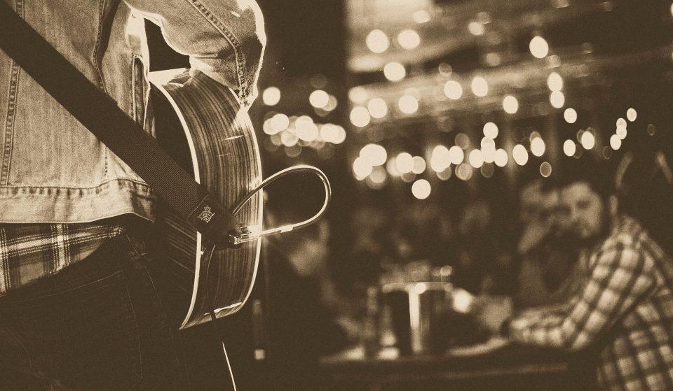 8 bares com música ao vivo para matar a saudade de um showzinho
