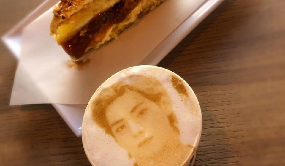 Coffee Selfie imprime sua foto na espuma do café