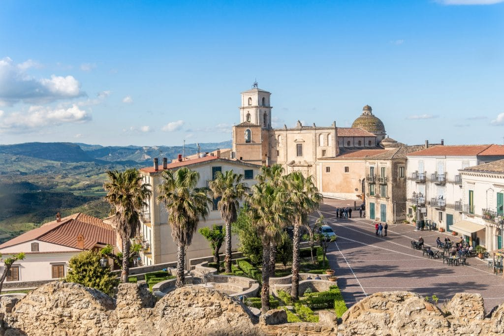 These Gorgeous Southern Italian Towns Will Pay You €28000 To Move There