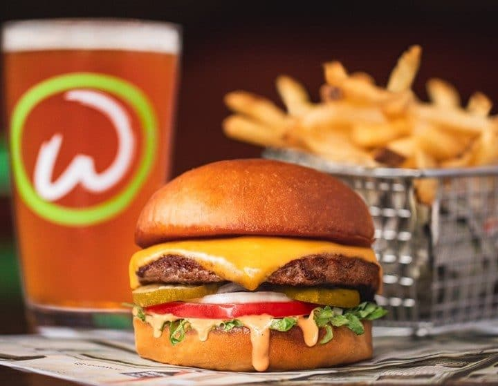"""Mark Wahlberg's Burger Chain """"Wahlburgers"""" Is Coming To New Zealand"""