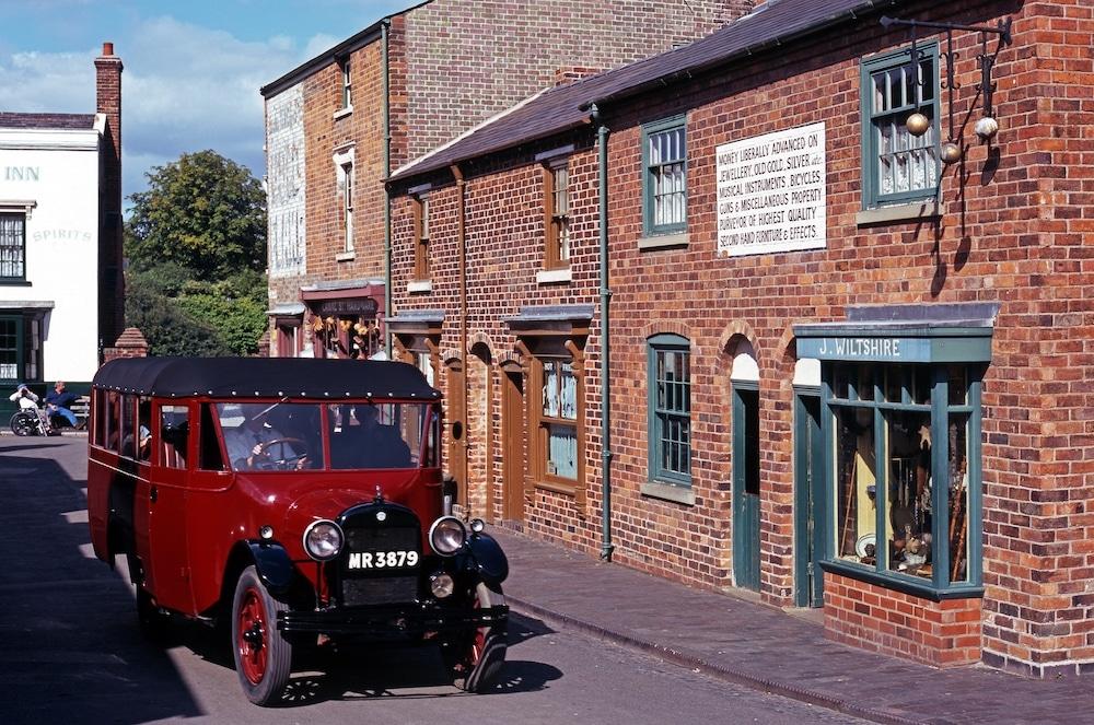 5 Brilliant Peaky Blinders-Themed Activities In Birmingham