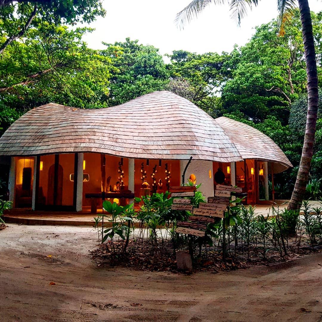 bookshop soneva fushi maldives