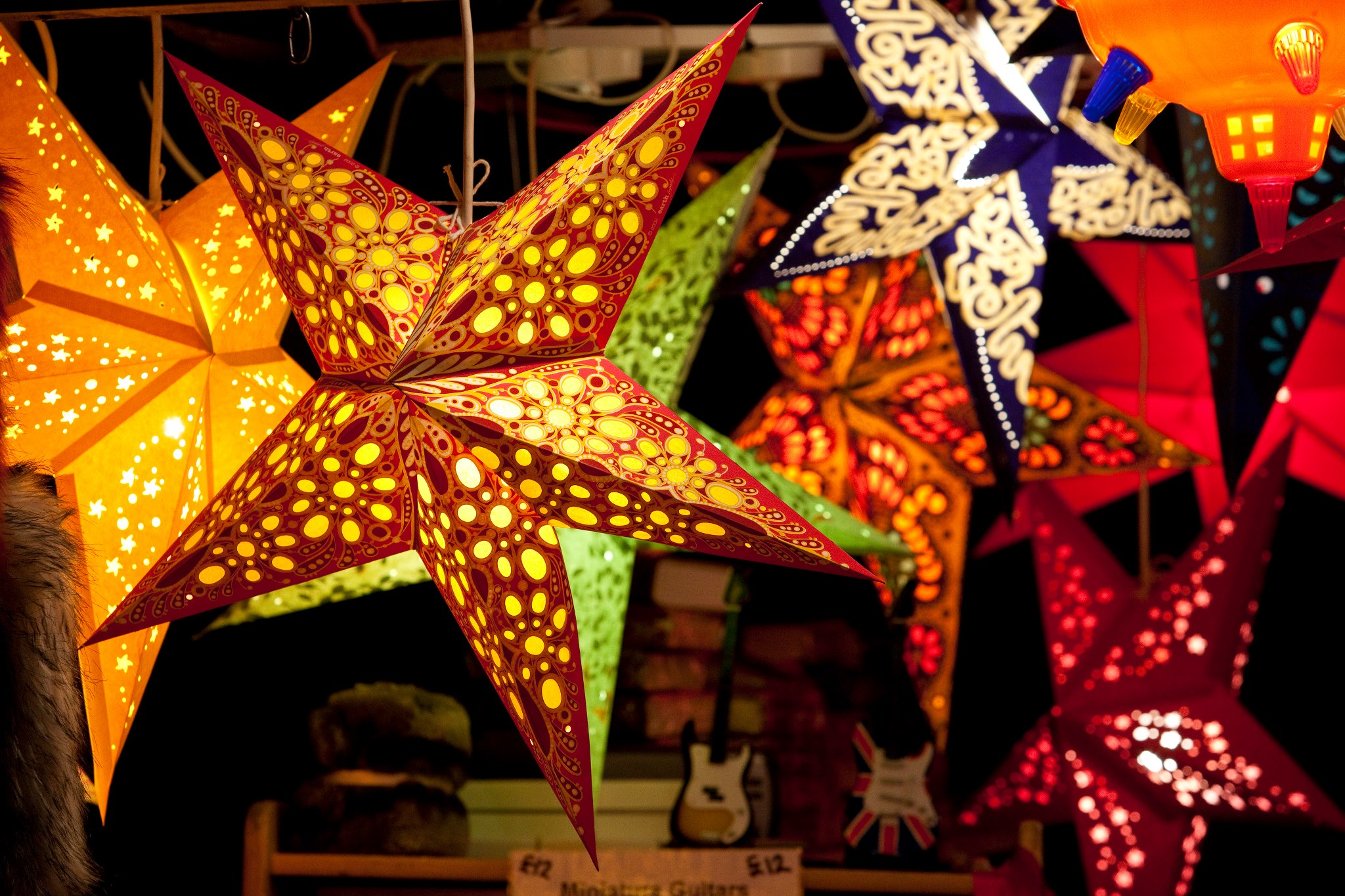 frankfurt-christmas-makret-lanterns