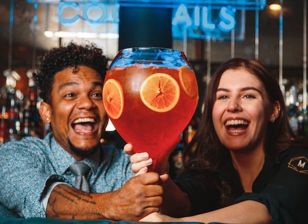 manahatta-sharing-cocktails