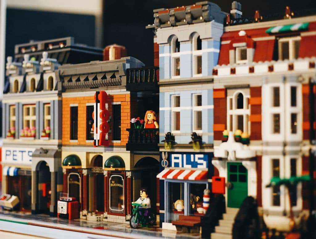 Queensland Museum Is Home To More Than 50 World Wonders In This LEGO Exhibition