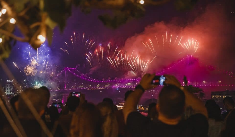 Slide Over To This Restaurant And Bar For Prime Views Of Riverfire With A 2.5 Hour Drinks Package