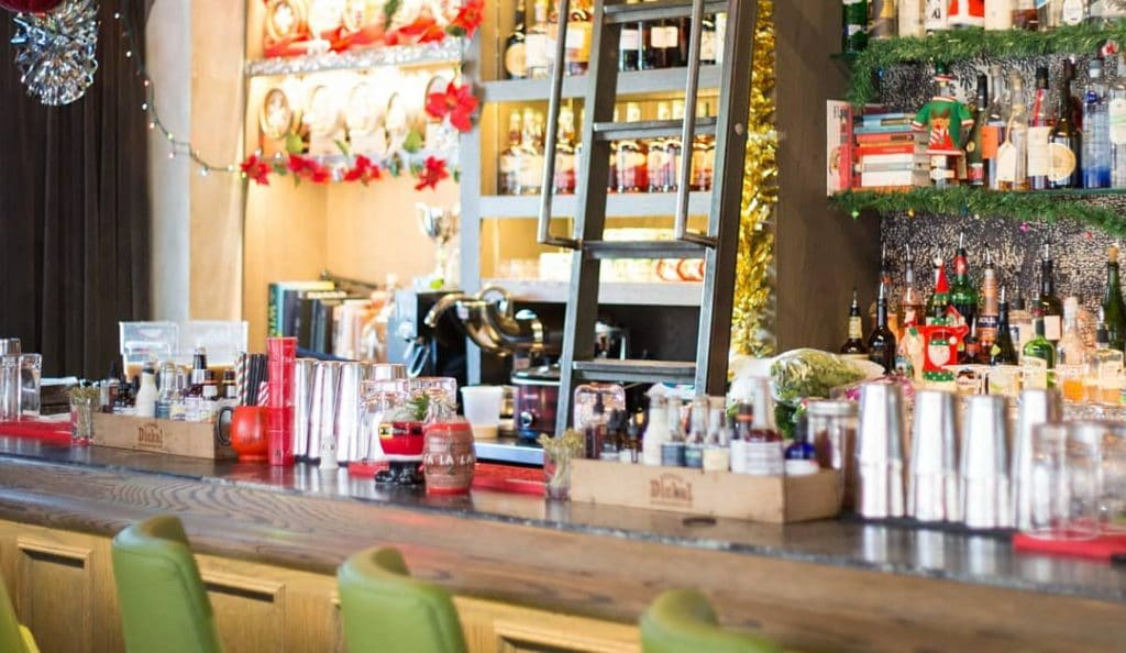 A Cozy Christmas Cocktail Bar Pop-Up Is Mixing Up Holiday-Themed Drinks In Calgary • Miracle