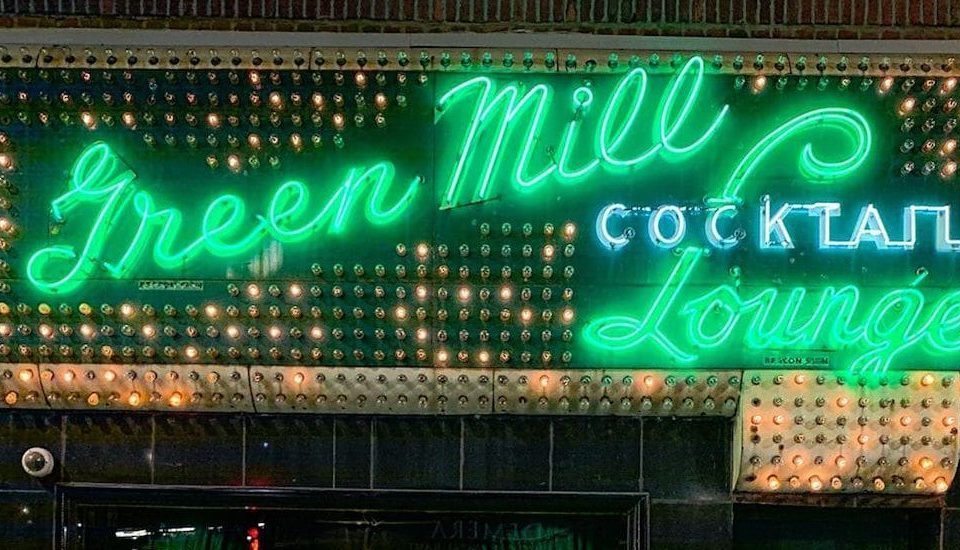 Feel Like A Boss Sitting At Al Capone's Booth In This Famous Jazz Club • Green Mill Cocktail Lounge