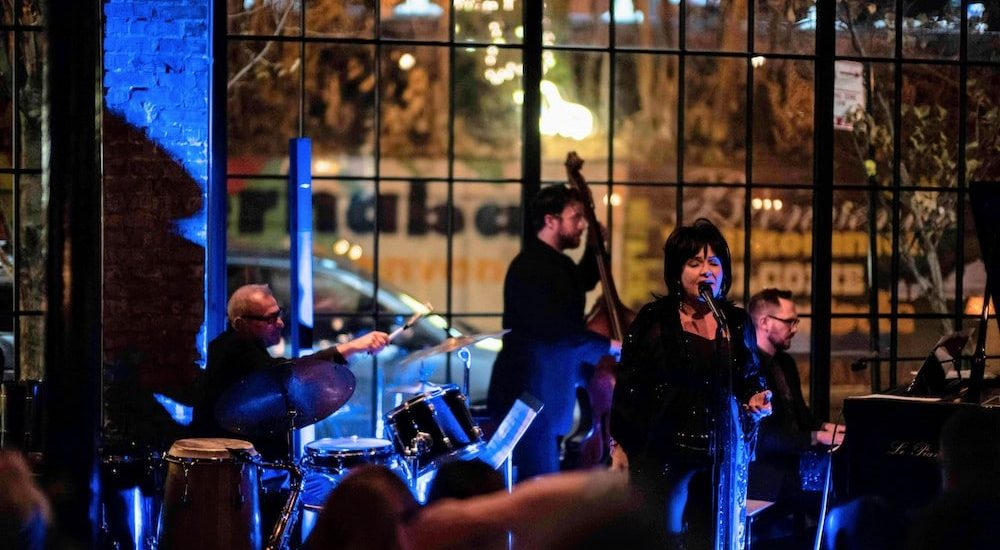 This Chicago Jazz Club Flies You To The Moon With An Immersive Music Experience • Le Piano