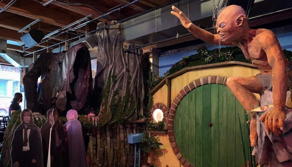 A Magical Lord Of The Rings Pop-Up Just Opened In Lincoln Park