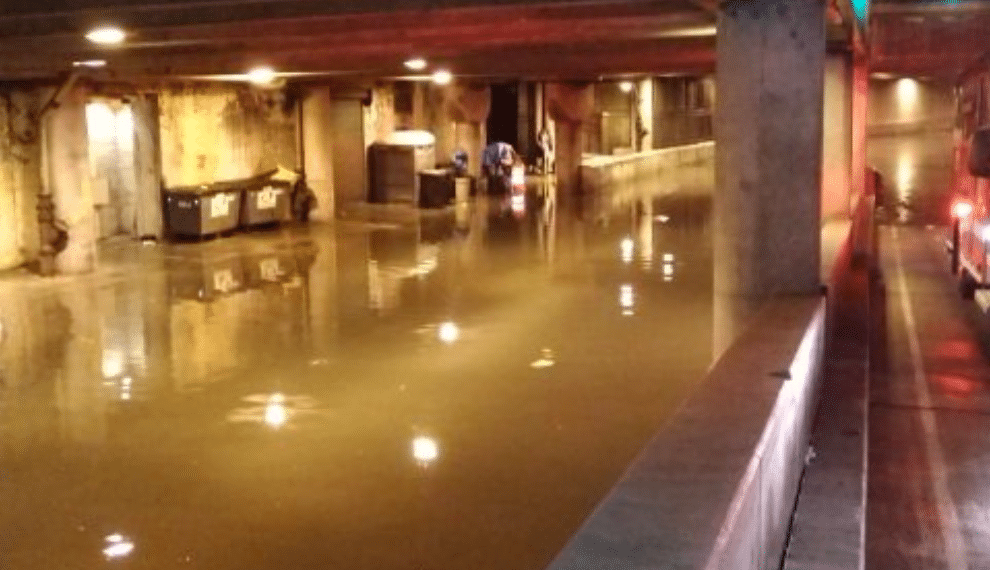 Flooding Knocks Out Power To Willis Tower, Nearby Residents Had To Be Rescued By Boat