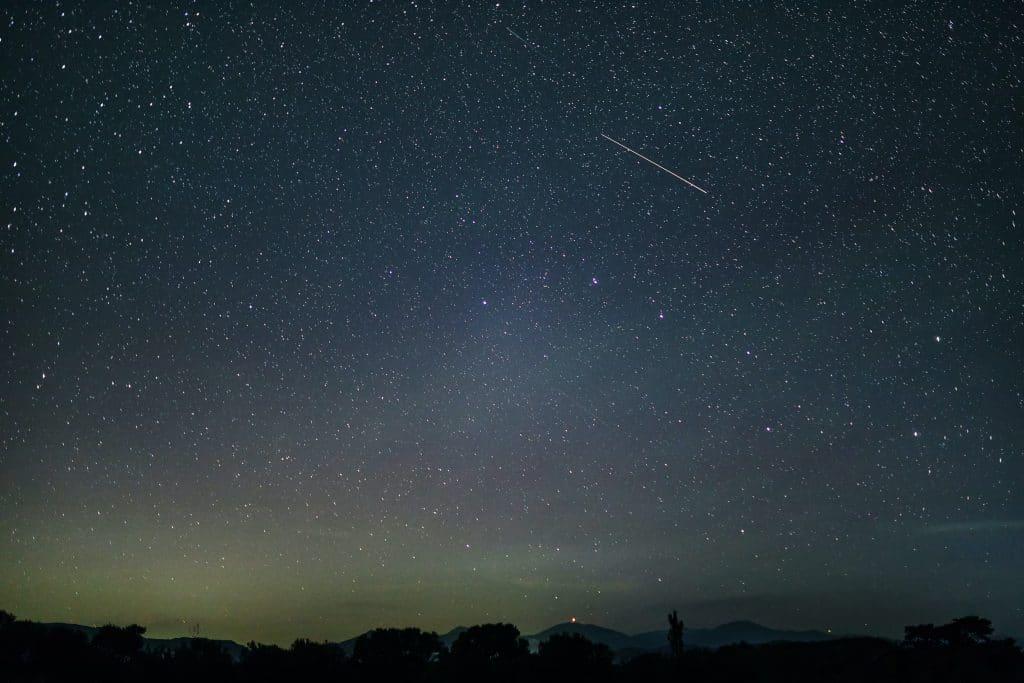 'Fireballs' Will Shoot Across The Sky Tonight As The Leonid Meteor Shower Peaks