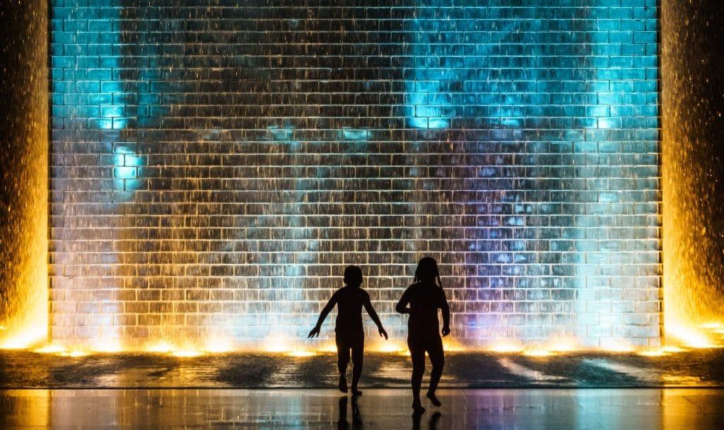 20 Wonderful Photos Of Crown Fountain Bringing Joy To Chicago