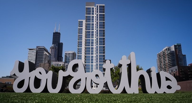 """An Enormous """"You Got This"""" Sign Has Been Installed In South Loop For Mental Health Awareness Month"""
